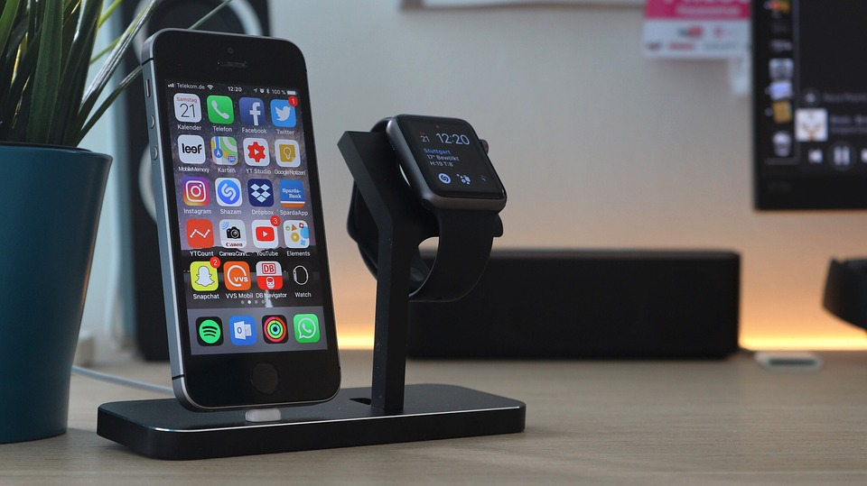 customize apple watch with iPhone